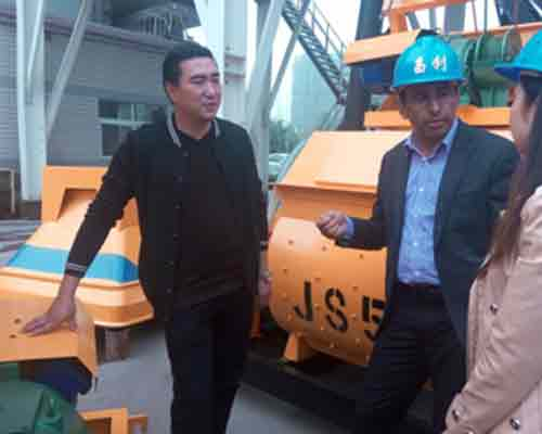 Customer from Pakistan is visiting AIMIX Company